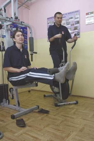 Mariusz Banak i Grzegorz Kazibudzki intensywnie ćwiczą przed wyruszeniem na trasę sztafety.