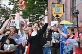 Spontaniczny protest przed Sądem Okręgowym w Legnicy [ZDJĘCIA]