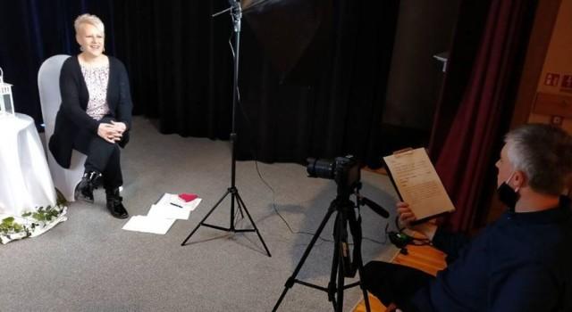Przygotowania do koncertu życzeń online w Tucholskim Ośrodku Kultury. Wystąpiła Hanna Krueger, za kamerą Adam Korytowski