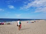 Gorący weekend nad morzem. Turyści szukają odpoczynku od zgiełku miasta