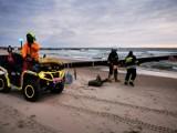 Kitesurferzy wpadli do morza w Sianożętach. Na pomoc wezwano służby [ZDJĘCIA]
