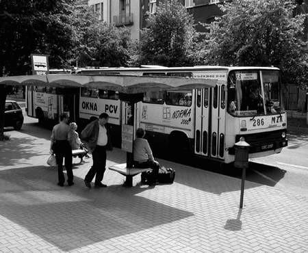 """Od lipca zmieni się część tras pięciu linii miejskich autobusów m.in. """"osiemnastki"""".  Foto: JAKUB MORKOWSKI"""