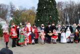 Okres świąteczny w Końskich można uznać za oficjalnie otwarty. Choinka już rozświetlona [ZDJĘCIA]