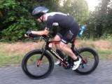Niesamowite wyzwanie triatlonisty pochodzącego z Torunia. Adrian Kostera walczy o rekord świata w pięciokrotnym Ironmanie
