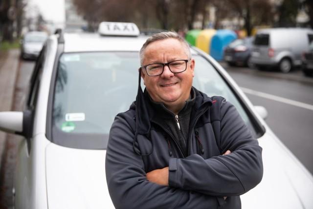 Marcin Hojcak wcześniej pracował w bankowości. Taksówkarzem jest od pięciu lat, był zadowolony. Od roku trudno wyżyć z tego zajęcia