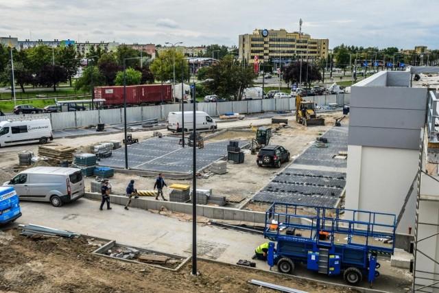 Budowa Lidla na Kapuściskach potrwa dłużej niż planowano. Tymczasem mieszkańcy ul. Szarych Szeregów żalą się na utrudnienia w okolicy powstającej inwestycji.