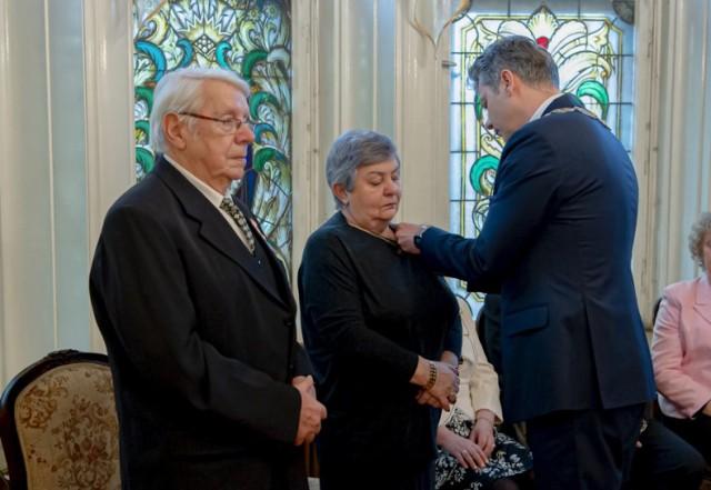 Złote Gody miały miejsce 3 marca w Urzędzie Stanu Cywilnego w Bytomiu. Prezydent odwiedził także bytomskie pary w domu. Zobacz kolejne zdjęcia. Przesuwaj zdjęcia w prawo - naciśnij strzałkę lub przycisk NASTĘPNE >>>
