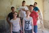 Wolontariusze z Olesna malują świat. Potrzebna jest im pomoc
