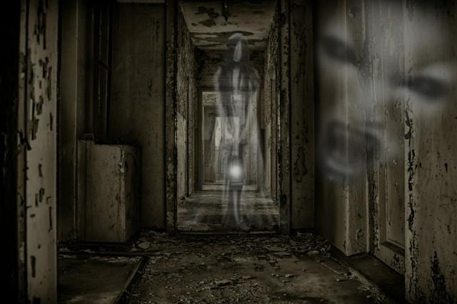 Spectrek Coś dla fanów duchów i tajemnic. Specjalna technologia, bazując na naszej lokalizacji, nakłada upiory na rzeczywisty obraz z kamery. Aby złapać ducha czasem trzeba się nieźle nabiegać. Aplikacja łączy dwa profity: poprawę kondycji i oczyszczenie świata z błąkających się dusz!