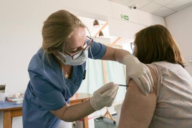 Sądeczanie nie chcą się szczepić mimo, że mają do wyboru wszystkie rodzaje szczepionek. Szpitale przygotowują się na czwartą falę