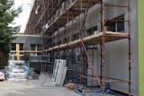 Inowrocław. Szkoła Podstawowa nr 8 będzie jak nowa. Trwa tam termomodernizacja. Zobaczcie zdjęcia