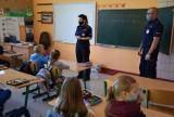 Policjanci z puckiej komendy z wizytą u uczniów Szkoły Podstawowej w Leśniewie | NADMORSKA KRONIKA POLICYJNA
