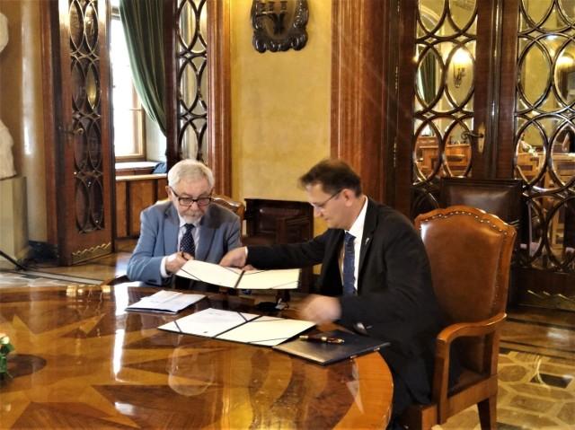Jacek  Majchrowski i Andrzej Betlej podpisali w 12 lipca list intencyjny dotyczący współpracy i promocji w zakresie kultury