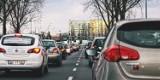 Samochód czy autobus – czym Polacy dojeżdżają do pracy