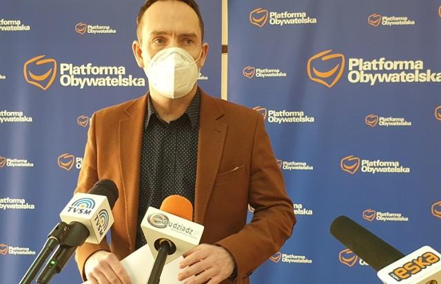 Tomasz Szymański, poseł Koalicji Obywatelskiej z Grudziądza o TVP INfo: -  Tego nie da się już naprawić. Trzeba to zburzyć i postawić na nowym fundamencie.