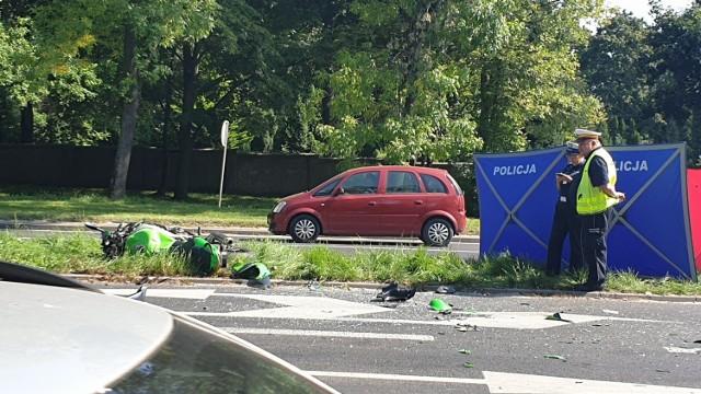 Śmiertelny wypadek motocyklisty w Łodzi. Do tragicznego wypadku doszło w poniedziałek na al. Palki. Po potrąceniu przez toyotę zginął  31-letni motocyklista. Policja miała zastrzeżenia do wszystkich uczestników wypadku.  CZYTAJ DALEJ >>>  .
