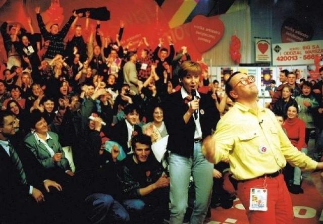 1993 rok. Pierwszy finał WOŚP.  Oprócz Jurka Owsiaka, w studiu transmisję prowadziła Agata Młynarska.
