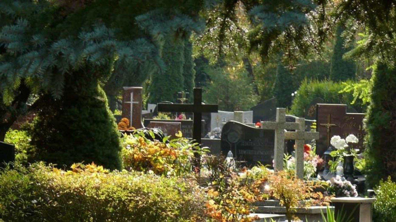 Koronawirus. Cmentarz w Pile zamknięty do odwołania. W Czarnkowie i Trzciance otwarty | Piła Nasze Miasto