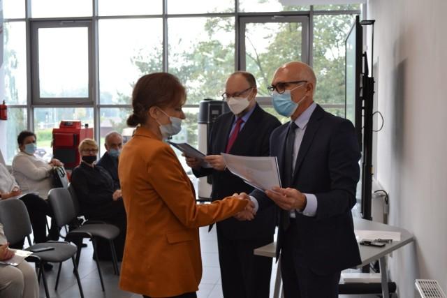14 października w Centrum Kształcenia Zawodowego i Ustawicznego w Sosnowcu wyróżniono nauczycieli.   Zobacz kolejne zdjęcia. Przesuń w prawo - wciśnij strzałkę lub przycisk NASTĘPNE