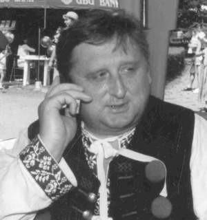 Burmistrz Jan Poloczek dokładnie nie wie, ile co miesiąc wydzwania, bo faktura przychodzi zawsze na trzy numery.