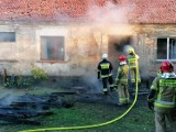 Chwile grozy w miejscowości Jeninek pod Gorzowem. Palił się dom jednorodzinny. Z ogniem walczyło kilka jednostek straży