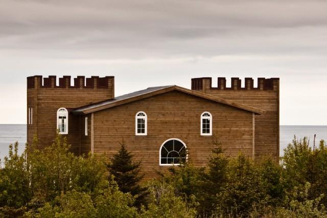 Ten budynek na południowym wybrzeżu Islandii wydaje się bardzo zaskoczony. Ciekawe, czym?  Licencja