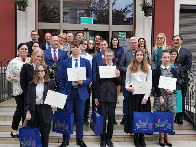 Uczniowie z nowosolskich szkół podstawowych zostali docenieni przez Fundację Ukryte Talenty.