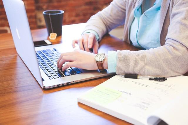 Studenci WSG mogą brać udział w zajęciach online
