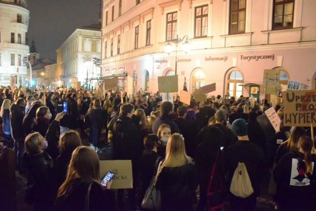 Organizowane w Bielsku-Białej spacery w ramach Strajku Kobiet wywołały duże emocje wśród niektórych radnych