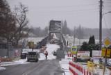 Modernizacja starego mostu w Cigaciach. Sprawdziliśmy, co dzieje się na placu budowy. Mimo zimy praca wre!