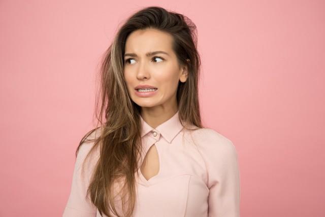 Głównym powodem konfliktów w związkach jest zła komunikacja i brak zrozumienia. Dlatego warto znać kobiecy język, który wam chcemy troszkę przybliżyć i wyjaśnić znaczenie poszczególnych słów.