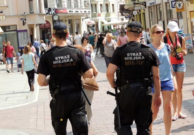 Patrol Straży Miejskiej oddał 19-latka w ręce Policji