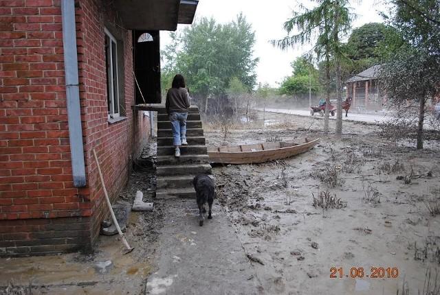Mieszkańcy zalanych terenów walczą teraz o przetrwanie