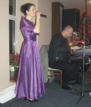 Jako pierwszy wystąpił znakomity bielski duet Con Bien.
