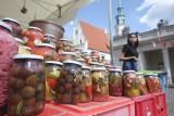 Trwa Festiwal Dobrego Smaku 2021. Na Starym Rynku rozstawiono kramy z pysznym jedzeniem. Co w programie? [ZDJĘCIA]