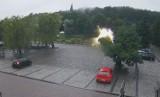 Cud w Lanckoronie? Świetlisty znak na parkingu wzbudził sensację. Niektórzy widzą w nim... anioła. Zobaczcie ZDJĘCIA 9.08.2021