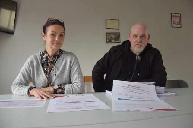 Prezes szpitala Renata Kiempa o pomoc w dotarciu z ulotkami informacyjnymi o koronawirusa poprosiła wiceprezesa Miasteckiego Stowarzyszenia Motocyklowego GRYF