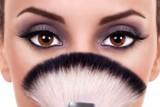 Makijaż dla brązowych oczu. Drożej i taniej