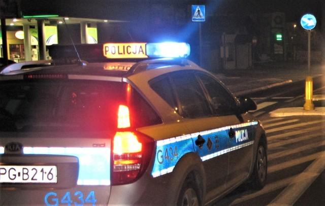 Patrol policji w pobliżu jednej ze stacji paliw w Oświęcimiu szybko ujął awanturująca się pijaną kobietę.