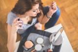 Gdzie aplikować perfumy, aby zapach długo się utrzymywał? Sposoby, aby pięknie pachnieć przez cały dzień