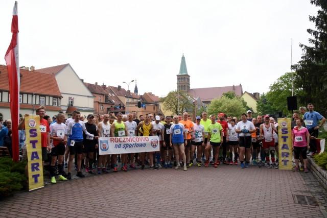 W biegu wystartowało 100 osób. Tempo dyktowali miejscowi biegacze.