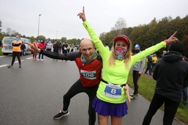 """W biegu charytatywnym """"Bądź aktywny - przegoń raka"""" w Katowicach wystartowało 109 biegaczy.    Zobacz kolejne zdjęcia. Przesuwaj zdjęcia w prawo - naciśnij strzałkę lub przycisk NASTĘPNE"""
