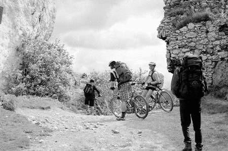 Na jurajskich szlakach jest coraz więcej amatorów jazdy na górskich rowerach. Foto: JANUSZ STRZELCZYK