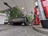 Ustka na gąsienicach. Trwa zlot starych pojazdów wojskowych w Bunkrach Blüchera