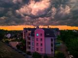 Burzliwe niebo nad Skierniewicami. Mieszkańcy miasta i okolic zrobili piękne ZDJĘCIA