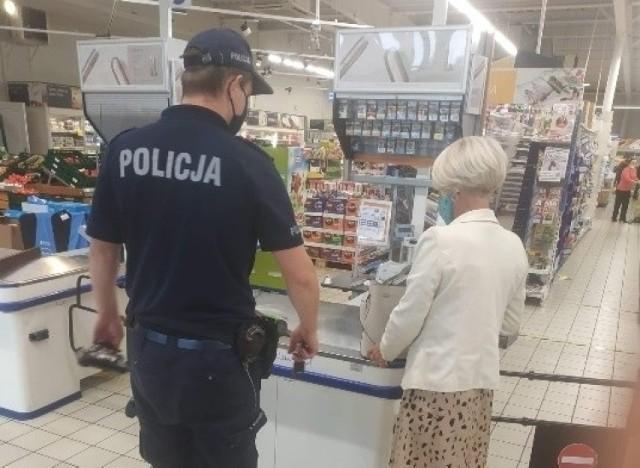 Policja i sanepid odwiedzają m.in. lokalne sklepy
