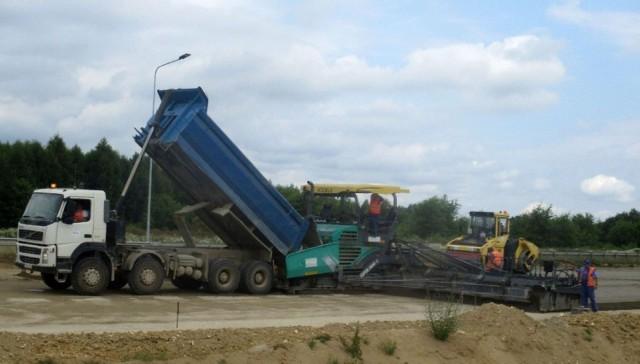 Na odcinku E rozpoczęło się już betonowanie drugiej jezdni autostrady A1. Ma się zakończyć na początku czwartego  kwartału tego roku.  Zobacz kolejne zdjęcia. Przesuwaj zdjęcia w prawo - naciśnij strzałkę lub przycisk NASTĘPNE