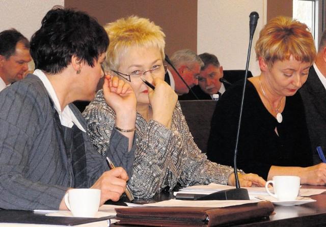 Danuta Jabłecka (w środku) nie kryła zadowolenia z decyzji, którą podjęli pozostali radni