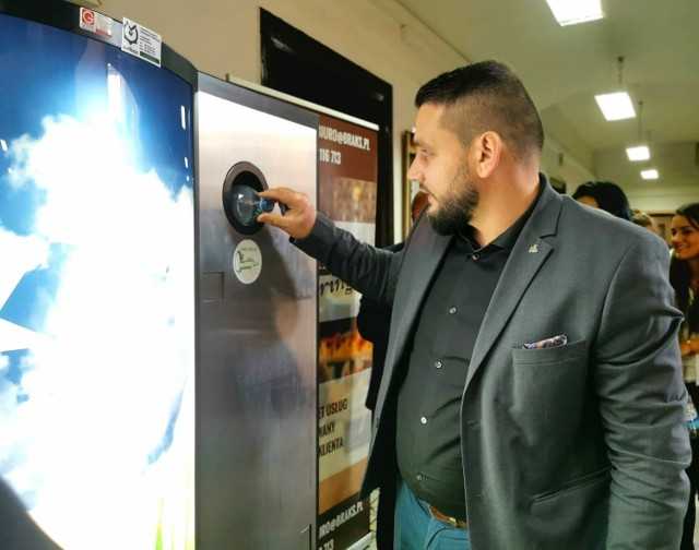 W Urzędzie Miasta Mysłowice możemy wrzucić butelkę do automatu i otrzymać 10 groszy