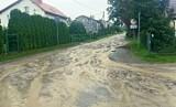 Powiat gd.: Kilkanaście interwencji strażaków, wysoki poziom wody w rzekach, zniszczone drogi
